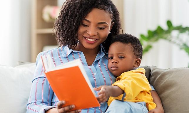 maman noire avec son enfant noir